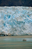 Glacier and Boat Portrait — Stock Photo