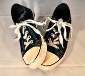 Black Tennis Shoes — Stock Photo