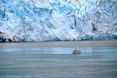 Boat beside glacier — Stock Photo