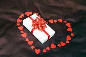 Valentines heart and gift box — Stock Photo