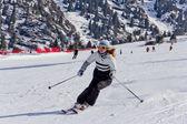 Athleten, skifahren in den bergen — Stockfoto