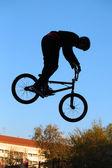 自転車に乗って 10 代 — ストック写真