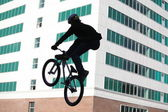 Teenagers on bicycles BMX spin — 图库照片