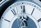 старый часов с фигурными стрелками — Стоковое фото