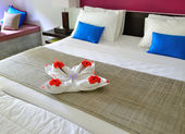 Room in a hotel with a decoration of the towel and flowers on th — Stock Photo