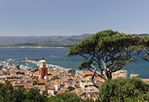 Saint Tropez, look on Gulf of St Tropez with parish church, Cote d'Azur, French Riviera, Southern France, Europe — Stock Photo