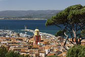 Saint Tropez, look on Gulf of Saint Tropez with parish church, French Riviera, Southern France — Stock Photo
