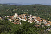 Mountain village of Ramatuelle nearby Saint Tropez, Cote d'Azur, Provence, Southern France — Stock Photo