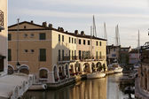 Port Grimaud, water reflection, Cote d'Azur, Southern France — Stock Photo