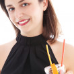 élégante femme buvant une cocktail femme élégante, boire un cocktail — Photo