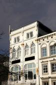 Exterior facade of an elegant white building — Stock Photo