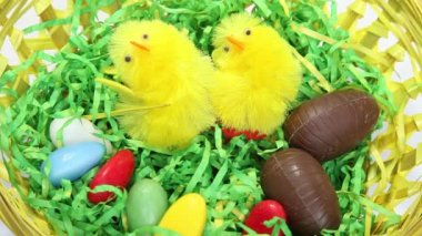 Spinning easter nest filled with sweets — Stockvideo