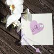 tarjeta de San Valentín bastante con el corazón y flores — Foto de Stock