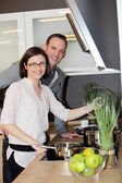 Young couple preparing dinner — Stock Photo