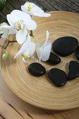 Spa masaje piedras y orquídeas — Foto de Stock