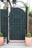 Ornate green metal entry gate — 图库照片