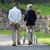 Paar wandelen — Stockfoto