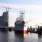 Ship docked alongside a jetty — Stock Photo