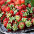 Silver tray and fresh strawberries — 图库照片