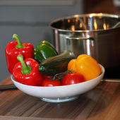 Bowl of colourful fresh vegetables — Foto de Stock