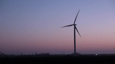 Environmentally friendly windmill — Stockvideo