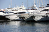 Row of luxury motorised yachts — Stock Photo