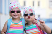 Two little identical twins in sunglasses — Stock Photo