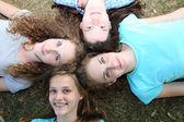 Vier prachtige jeugdvrienden — Stockfoto
