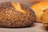 Vallmofrö brödlimpa — Stockfoto