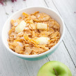 Bowl of healthy breakfast cereal — Stock Photo