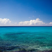 Calm azure blue tropical ocean — Stock Photo