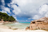 Tranquil tropical beach and bay — Stock Photo