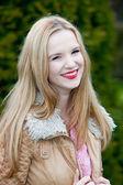 Vivaz adolescente menina linda — Fotografia Stock