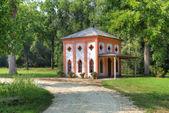 Pequeña casa en el parque de racconigi. — Foto de Stock