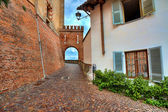 Callejuela medieval. barolo, italia. — Foto de Stock