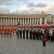 Pontifical Swiss guards and military band in Vatican. — Stock Photo