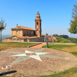Small park and old church in Diano D'Alba, Italy. — ストック写真