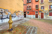 Small colorful plaza. Venice, Italy. — Stock Photo