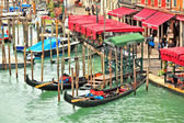 Canal grande und promenade mit restaurants in venedig, italien. — Stockfoto