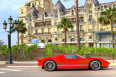 Red luxury car in front of Hotel de Paris at Monte Carlo, Monaco — Stockfoto