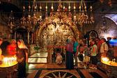 Pilgrims queue at altar of Golgotha — Stock Photo