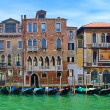 Gondolas and old building on Grand Canal. — Stock Photo