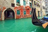 Gondola on small canal in Venice, Italy. — Stock Photo