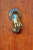 手の形のドアのノブ. — ストック写真