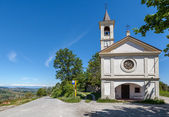 Chapel on the roadside in Piedmont, Italy. — Stock Photo
