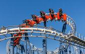Luna park trenine binmek. — Stok fotoğraf