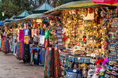 Outdoor stands selling souvenirs in Venice. — Stock Photo