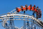 Roller coaster binmek. — Stok fotoğraf