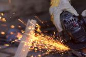закрыть распиловки металла — Стоковое фото