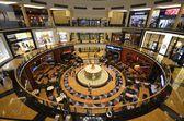Interior of modern shopping center, Dubay,OAE — Stock Photo